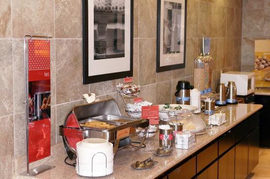 Hampton Inn and Suites Roseville: On the House Hot Breakfast