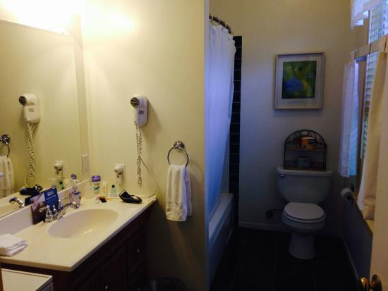 San Anselmo Inn: Bathroom in room 230