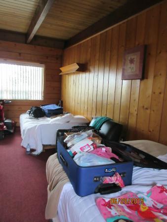 Breakers Boutique Inn: 1 fold out, 1 reg, bed/livingroom