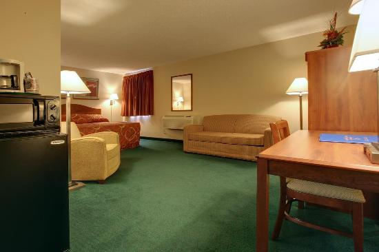Americas Best Value Inn - St. Louis / South: One King Bed Kitchenette