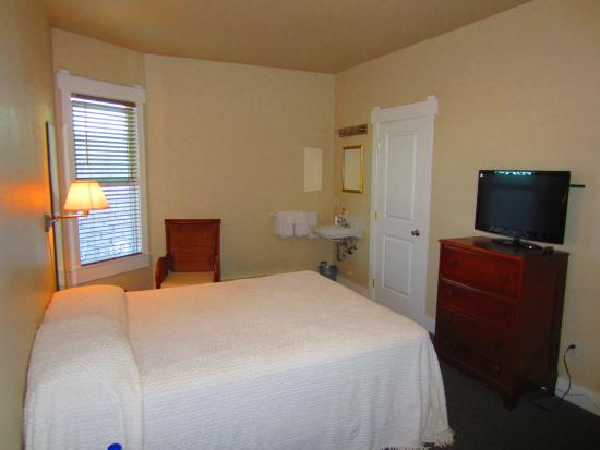 Port Angeles Downtown Hotel: Room