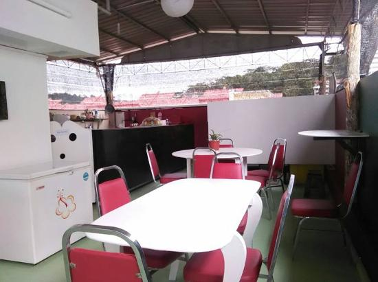 Sandakan Backpackers: Breakfast at the Roof Top!