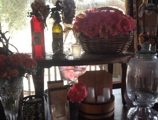 Giracci Vineyards and Farms : Tasting Room