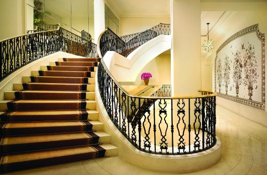 Montage Beverly Hills: Stairs