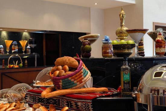 Al Jahra Copthorne Hotel & Resort: Taimaa Restaurant Buffet