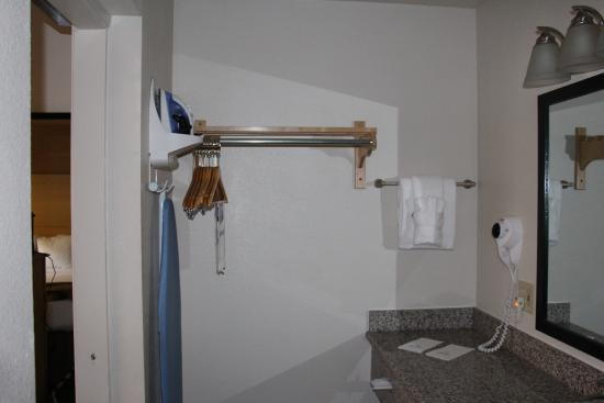 BEST WESTERN Palm Court Inn : bathroom has ironing board and iron