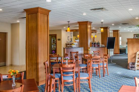 Comfort Suites At Eglin Air Force Base: Breakfast