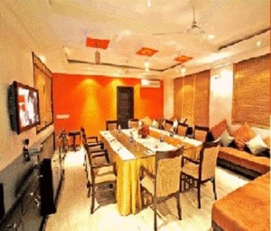 Parkland Safdarjung Enclave: Dining