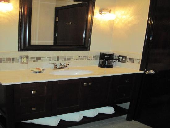 The North Shore Inn: Bathroom