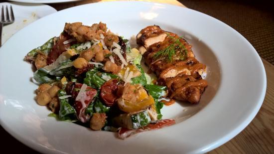 Le Pain Quotidien: Barbeque Chicken Salad with roast lemon