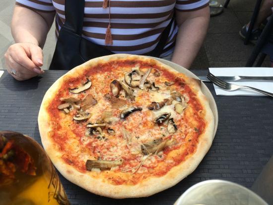 Wild Mushroom & Truffle Oil pizza - Picture of Wildwood ...
