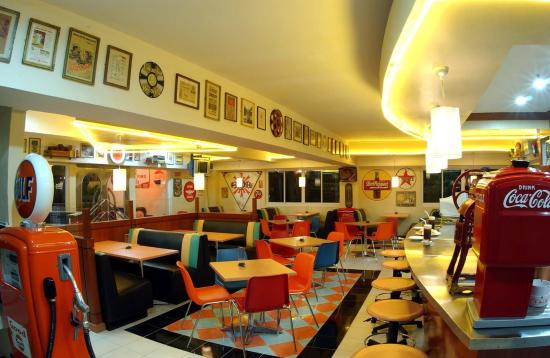 Crown Regency Residences Davao: Fifties Cafe