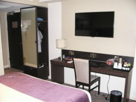 Premier Inn Leeds / Bradford Airport Hotel: The large TV mounted on the wall opp. the bed