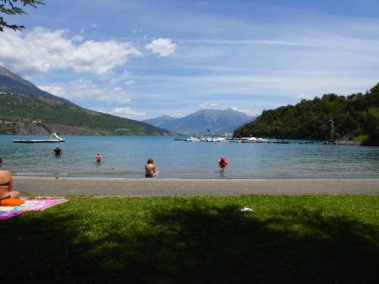 Savines-le-Lac, France: une des plages de la commune de Savines