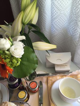 Hotel La Ponche: Very nice in room breakfast