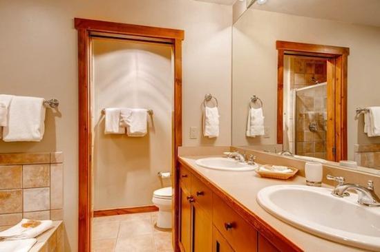 Main Street Junction : Example Bathroom