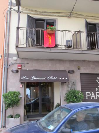 Hotel San Giovanni: Voorkant van het hotel.