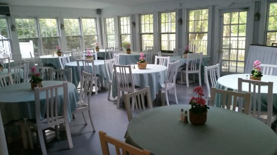 Old Sea Pines Inn: Breakfast room
