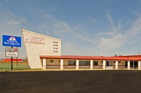 Americas Best Value Inn Altus: Exterior