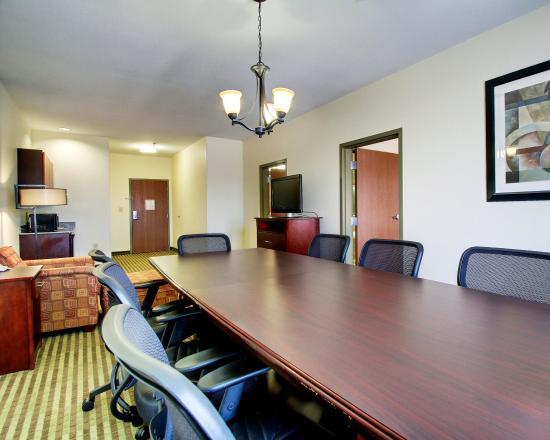 Comfort Suites: MSSNK