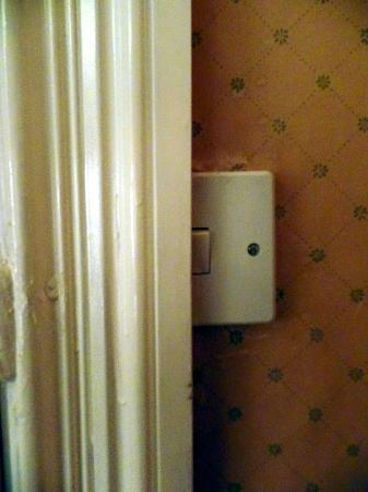 Merveilleux Blue Boar Hotel: Door Frame Built Over The Lightswitch!