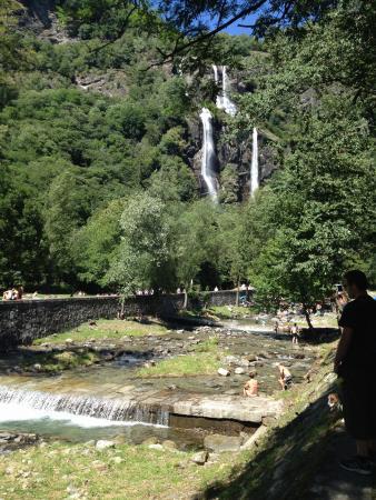 Cascate e bagni d 39 acqua ghiacciata foto di cascate dell 39 acqua fraggia piuro tripadvisor - Cascate in italia dove fare il bagno ...