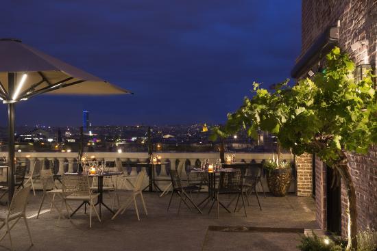 terrasse du restaurant de nuit picture of terrass 39 39 restaurant paris tripadvisor. Black Bedroom Furniture Sets. Home Design Ideas