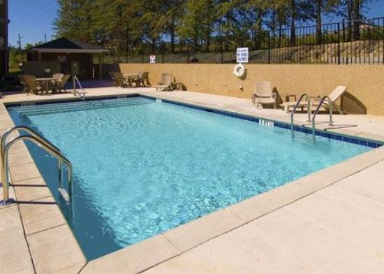 Comfort Inn & Suites: Pool