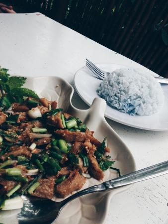 Babaloo Restaurant: Blue rice :)