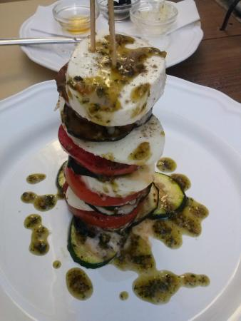 Espetada de mozarella com tomate, beringela e courgete