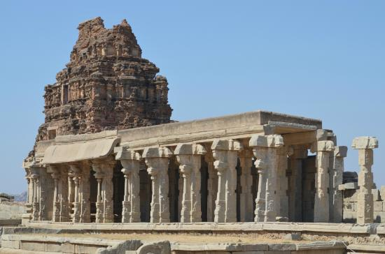 ‪Group of Monuments at Hampi‬