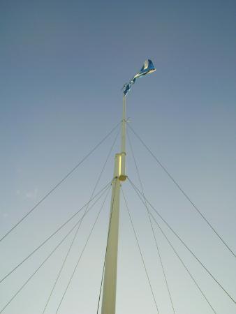King Robert Hotel: Battle of Bannockburn flagpole next to hotel 2
