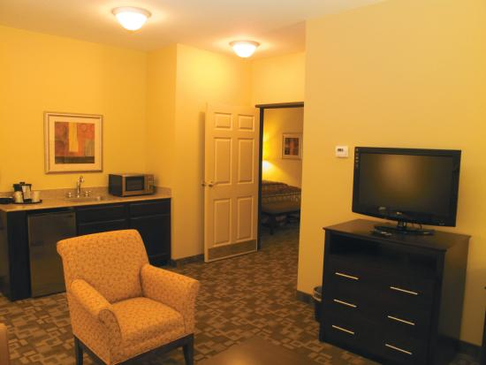 La Quinta Inn & Suites Tulsa Airport / Expo Square: Guest room