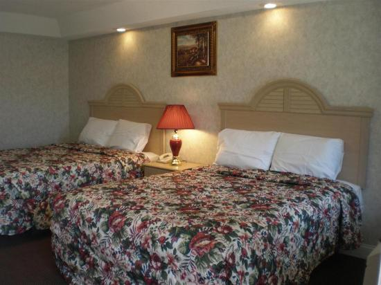 Country Hearth Inn Atlantic City/Galloway: Two Queen Beds