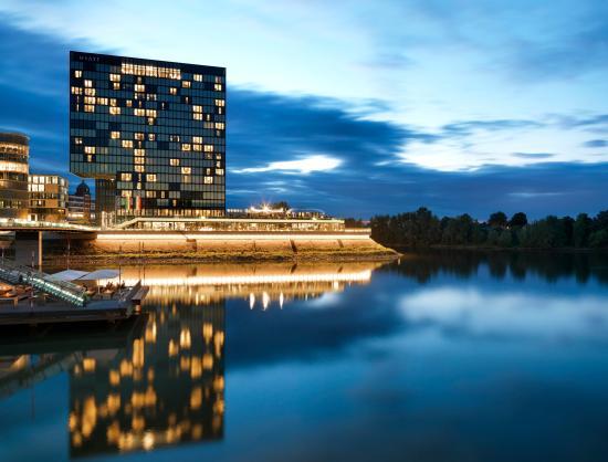 Hyatt Regency Dusseldorf: Hotel Exterior