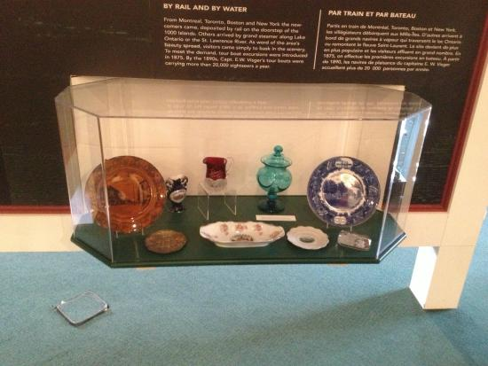 Gananoque, Καναδάς: Arthur Child Heritage Museum - display of china