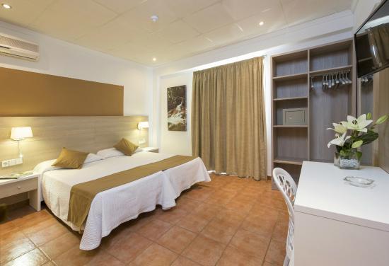 Hostal Adelino: Habitación doble con balcón