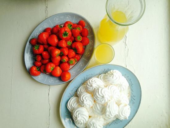 Crawford Gallery Cafe: Summer strawberries and meringues