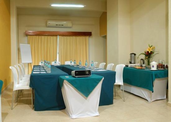 Comfort Inn Puerto Vallarta : meeting room
