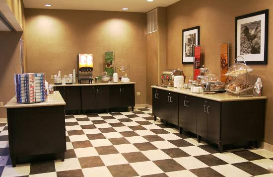 Hampton Inn & Suites Woodward : Breakfast Area