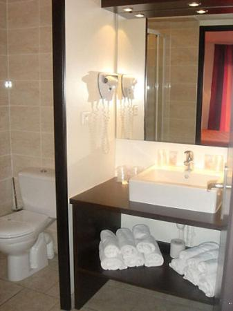 Hotel Residel: Bathroom