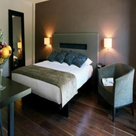 The Twelve Hotel: Guest room