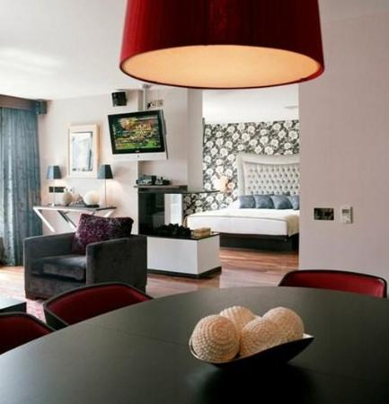 The Twelve Hotel: Suite