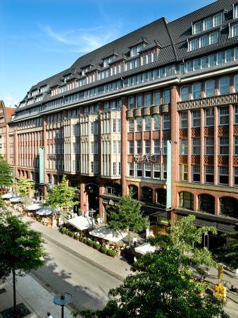 Park Hyatt Hamburg: Hotel Exterior