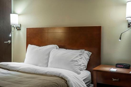 Comfort Inn & Suites: ILSNQQ