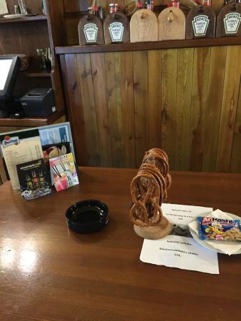 Svejk Restaurant U zeleneho stromu: завлекушки на столе