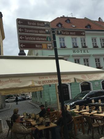 Svejk Restaurant U zeleneho stromu: летняя веранда