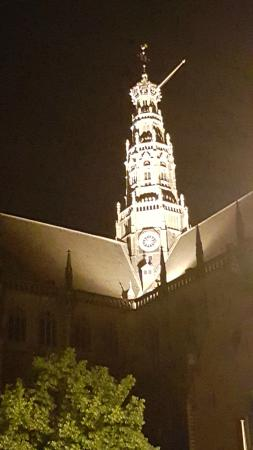 Stempels Hotel: The church tower at night