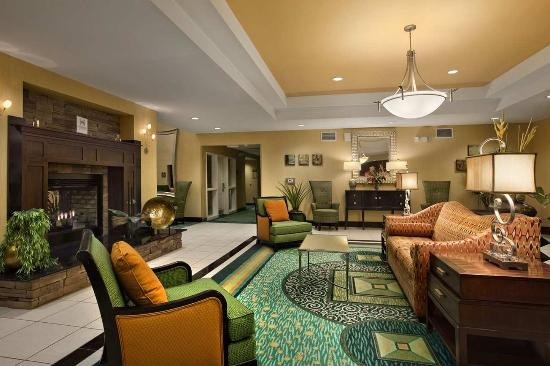 Homewood Suites by Hilton Palm Desert: Lobby Seating Area
