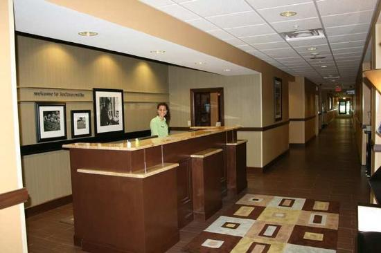 Hampton Inn & Suites Beach Boulevard/Mayo Clinic Area: Lobby